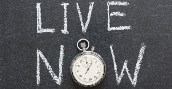 blog-forget-the-past-forego-the-future-how-to-start-living-in-the-present